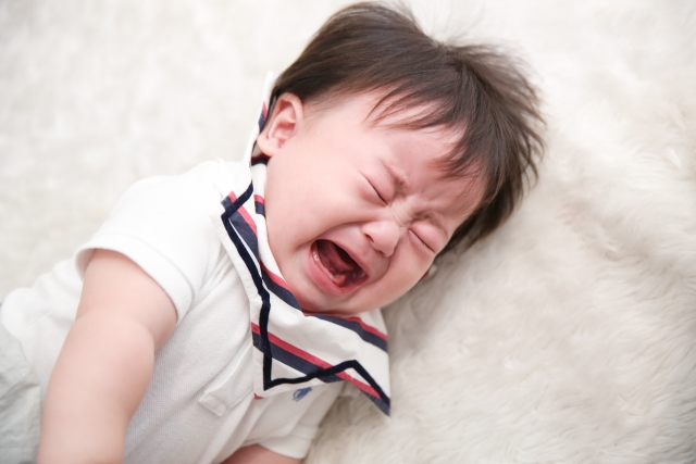 赤ちゃんの夜泣きいつまで続く?効果のあった対策は?